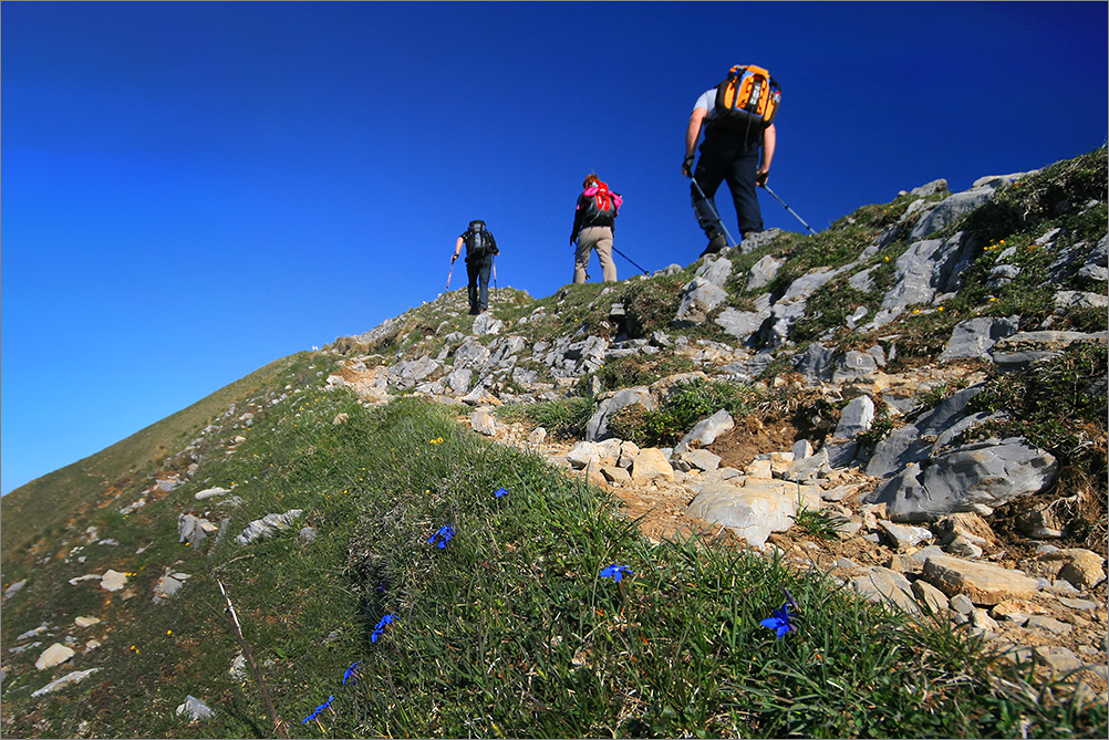 turyści wędrujący po górach w Słowenii