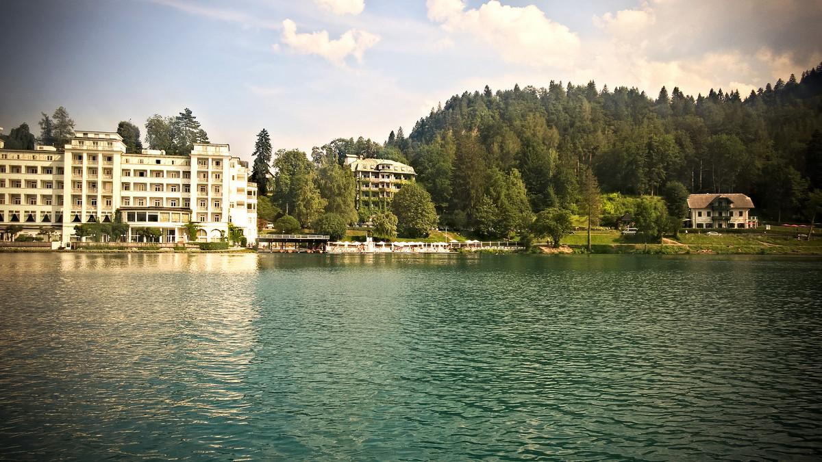 hotel nad brzegiem w Słowenii