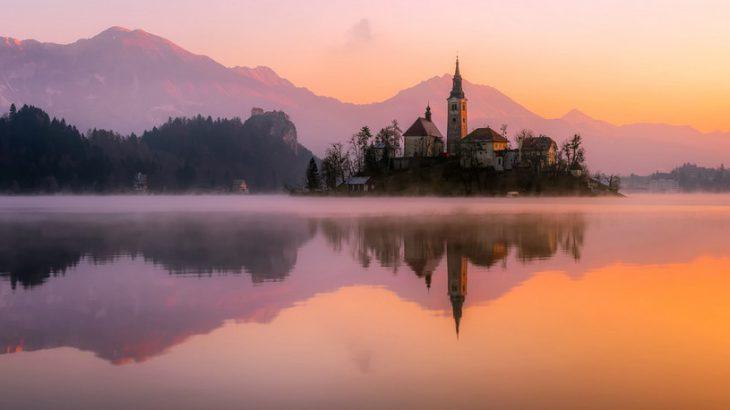 panorama Bledu o zachodzie słońca