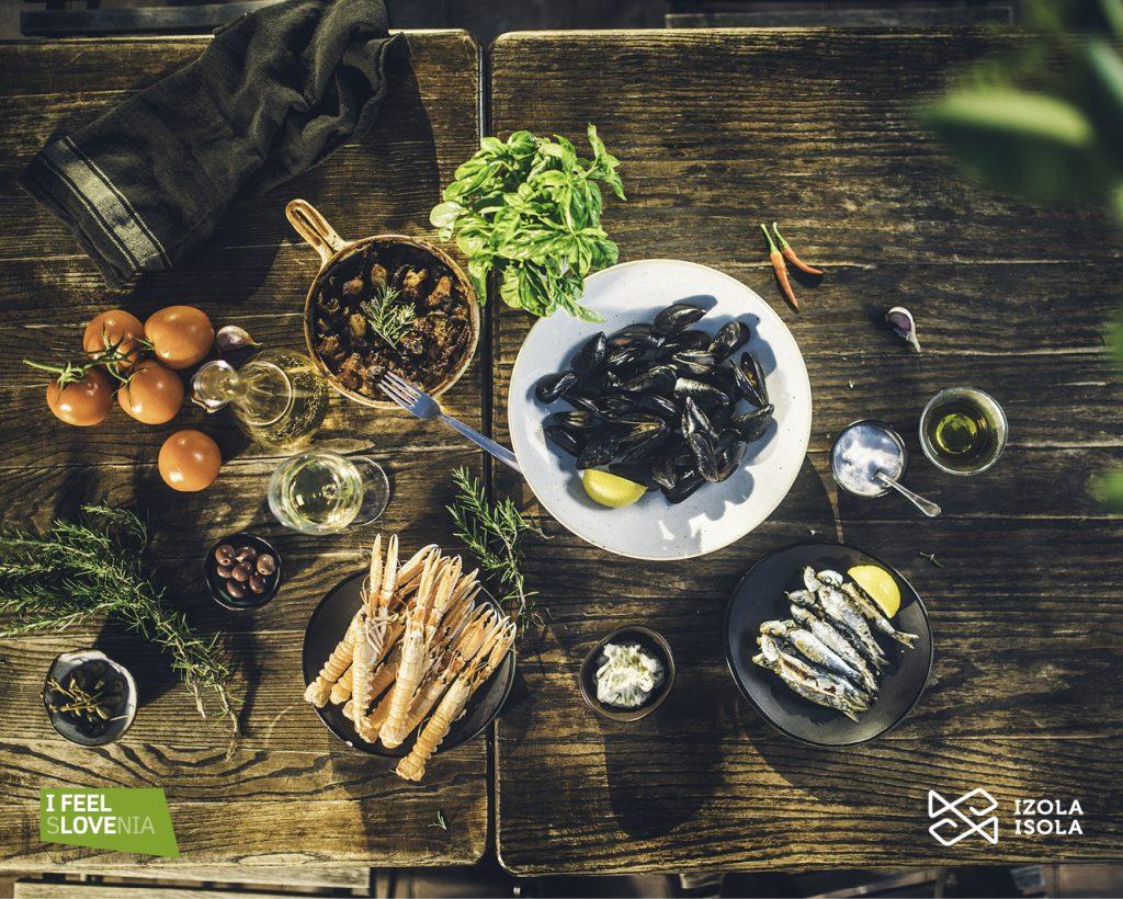 owoce morza podane w restauracji w Izoli